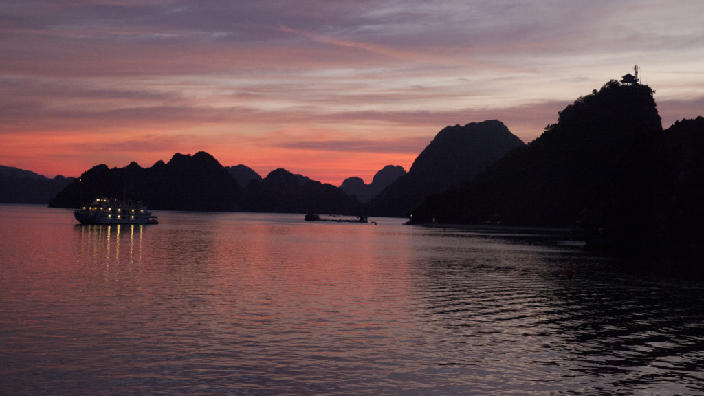 worlds best sunsets - halong bay
