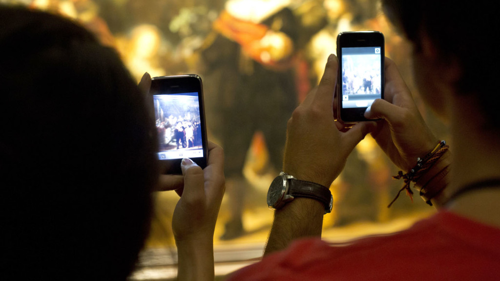Amsterdam on a budget - iphones snapping an exhibition