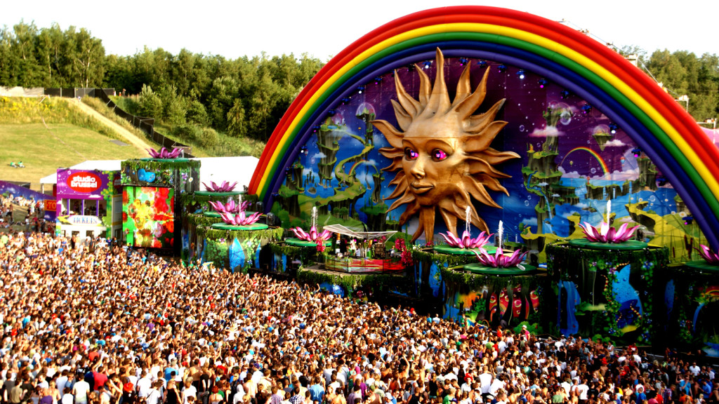 Image of the crowd gathered around the main stage at Tomorrowland