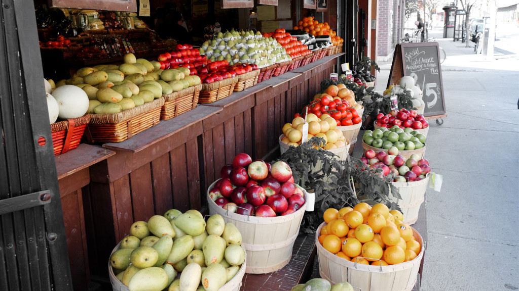 image of fruit at a farmers market