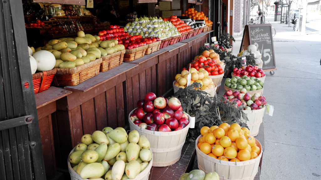 Ways to lead a greener life - image of fa fruit stall