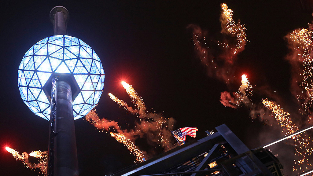 things to do in New York - image of the ball dropping in Times Square