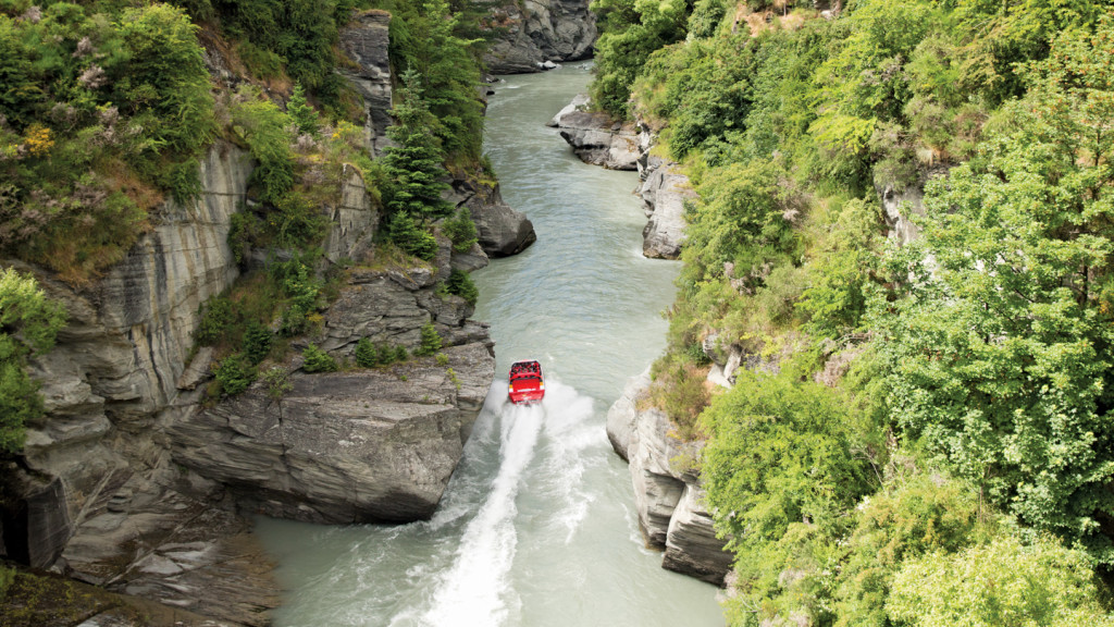 Image of Shotover jet going down the river