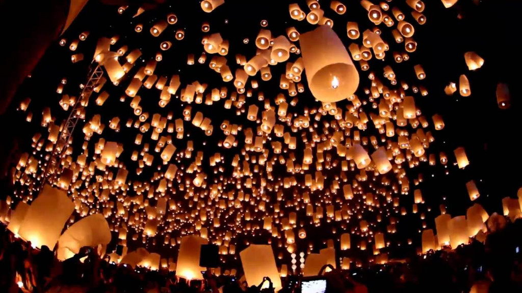 Images of lanterns being released in Yi Peng in Thailand