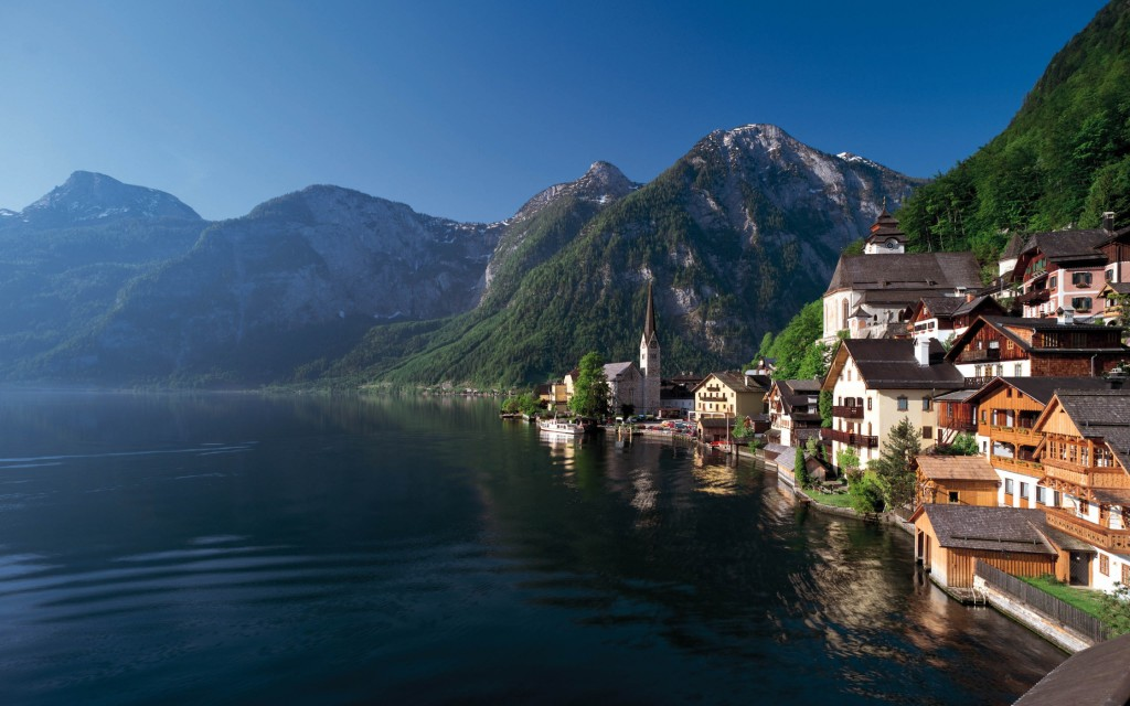 beautiful lakes in Europe - Image of Lake Village in Austria