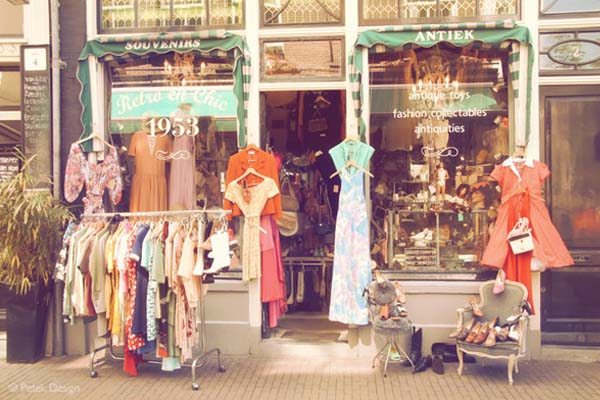 vintage stores in amsterdam - Retro & Chic shop front