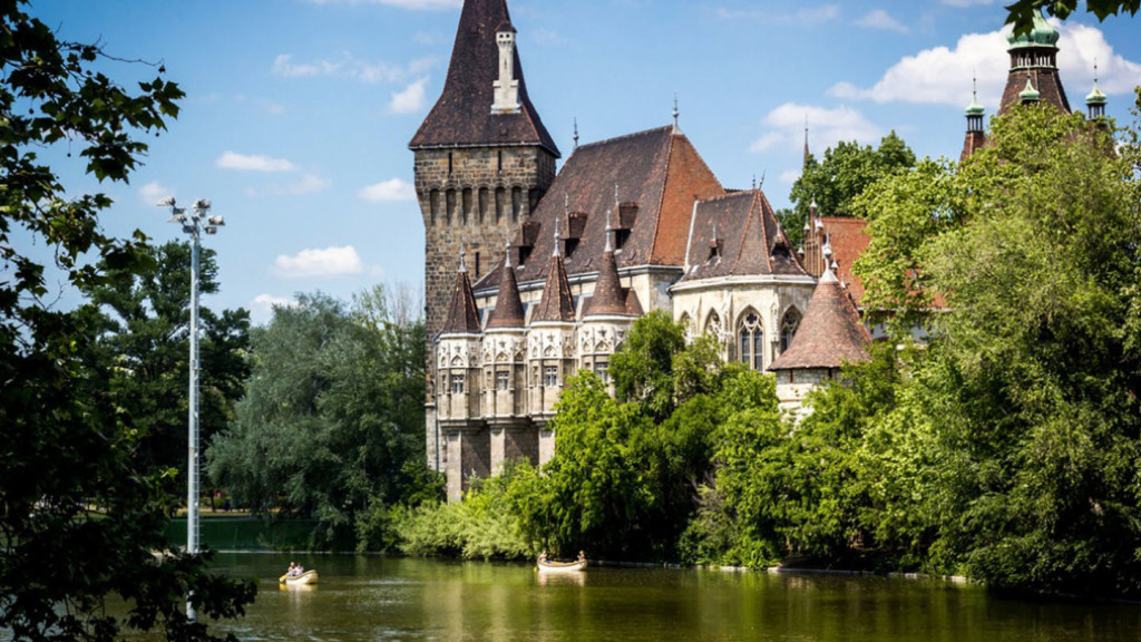 things to do in budapest - image of the Vajdahunyad Castle