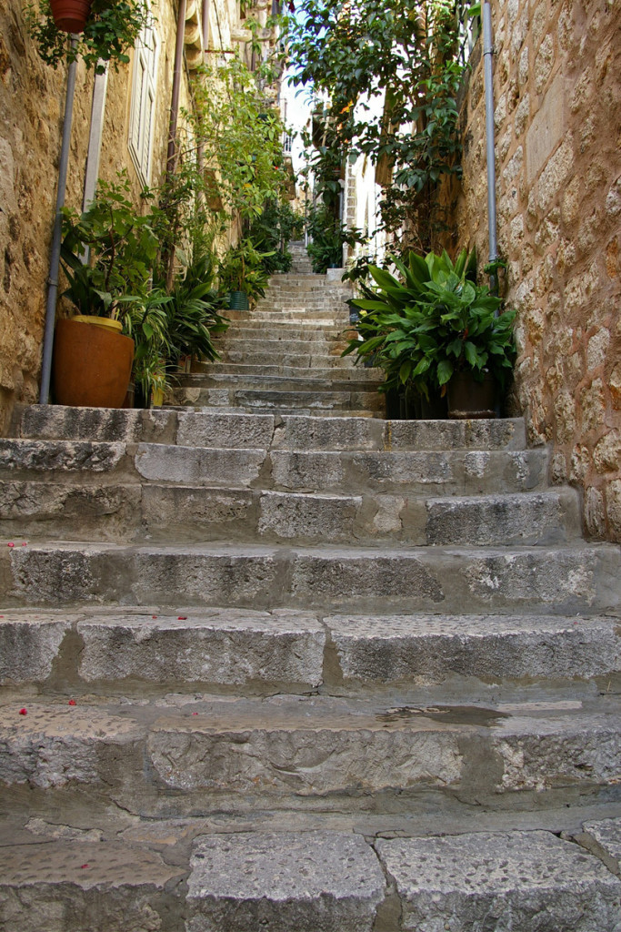 things to do in dubrovnik - image of steps in the old town
