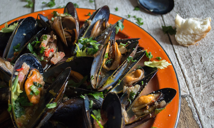 things to do in korcula - image of a plate of mussels