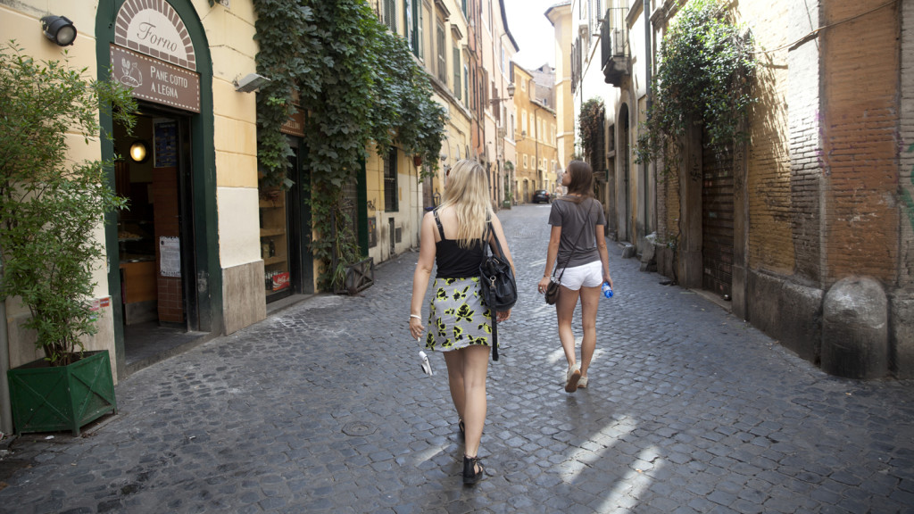 things to do in rome - image of two girls exploring the Trastevere district