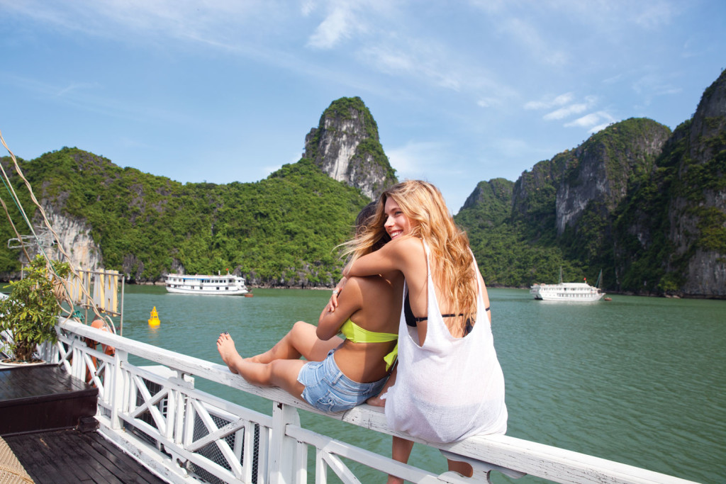 Image of Halong Bay on Contiki