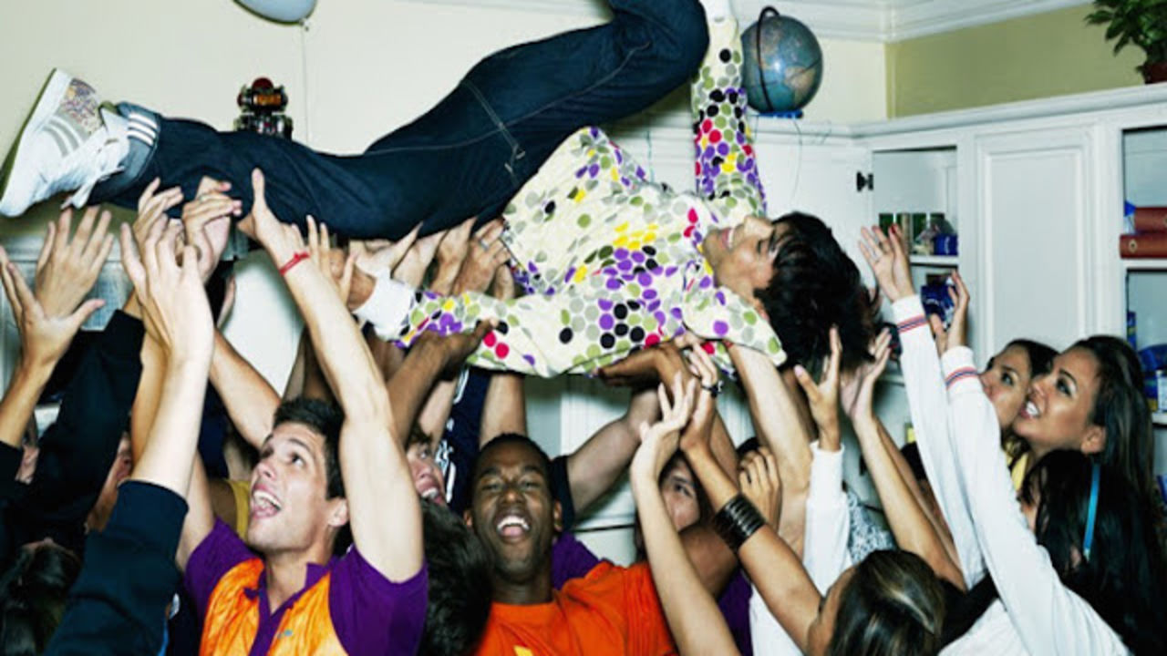 Party ideas for throwing an epic house party - six-two by