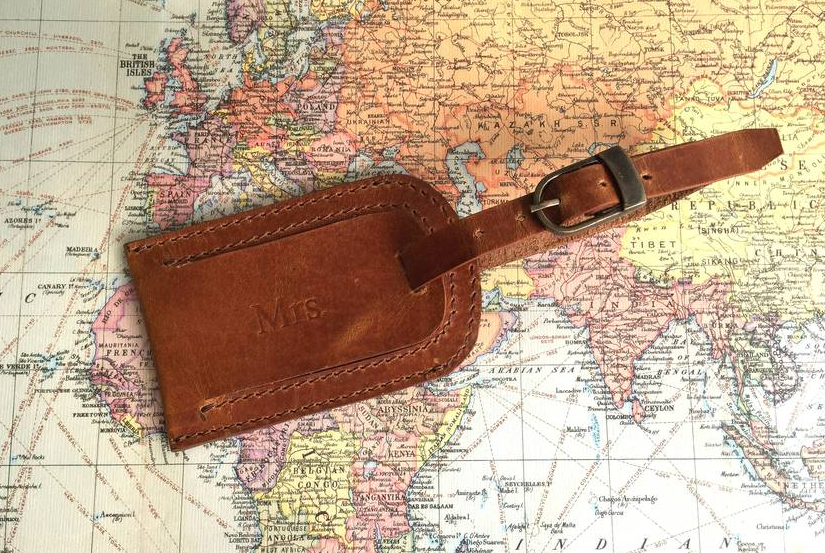 Christmas gifts for people who love to travel - leather luggage tag