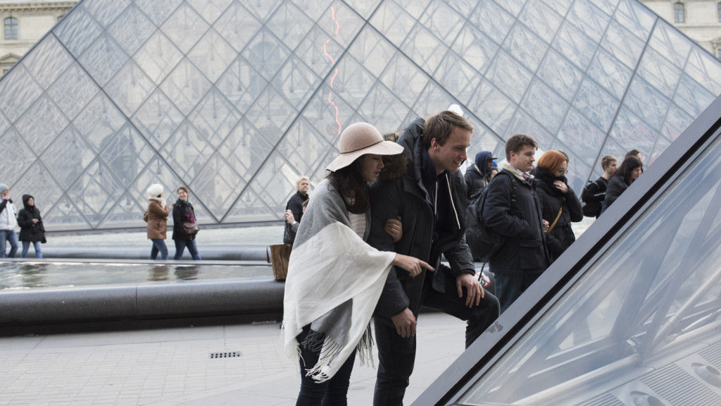 FML - couple looking at the Louvre