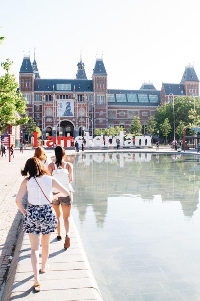 travel photography - girls outside a museum in amsterdam