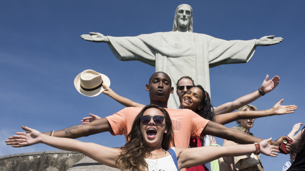 things to do in Latin America before you die - people posing with Christ the Redeemer