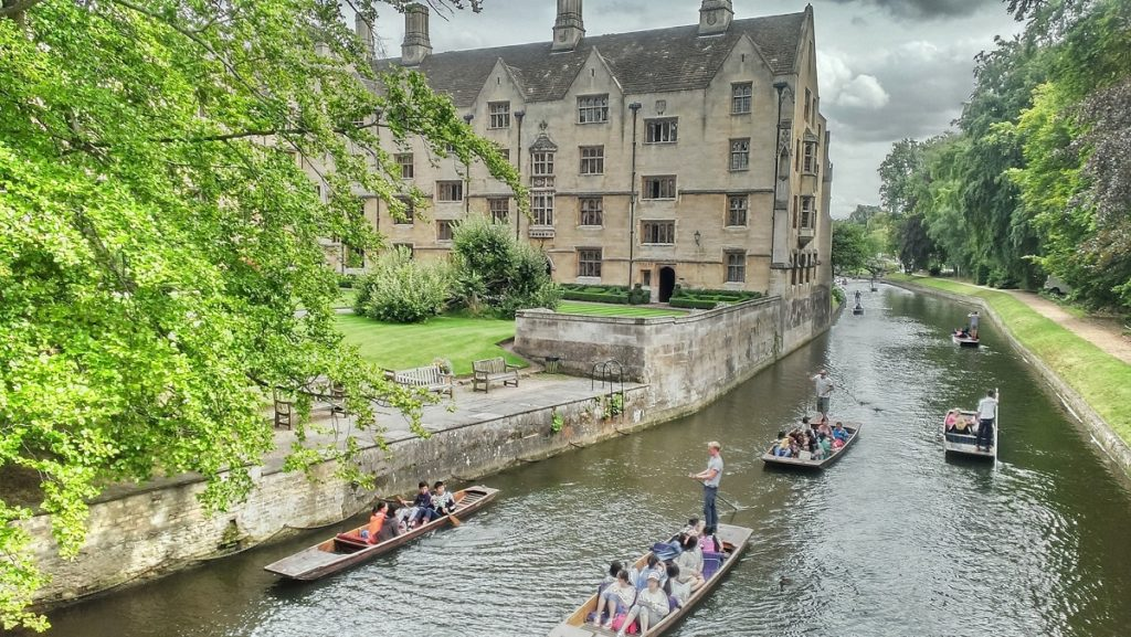 places to visit in England - Cambridge punting on The River Cam