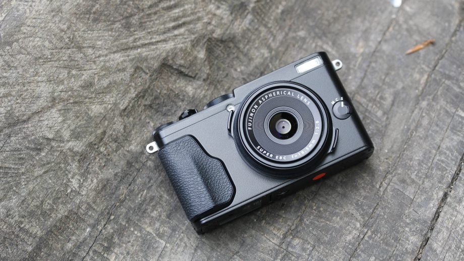 fujifilm x70 travel photography camera