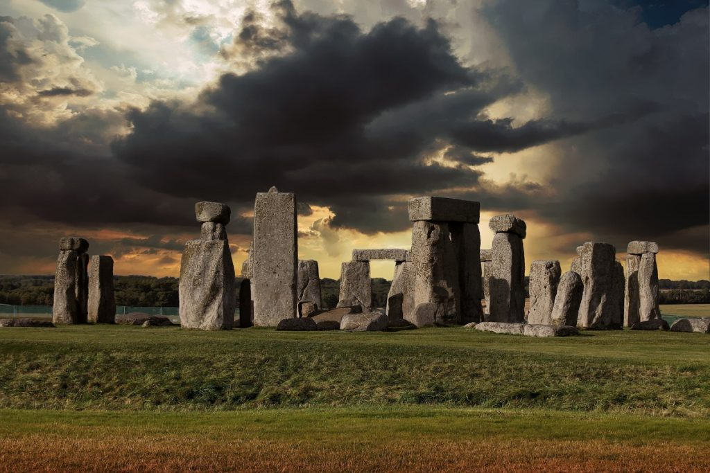 places to visit in England - stonehenge