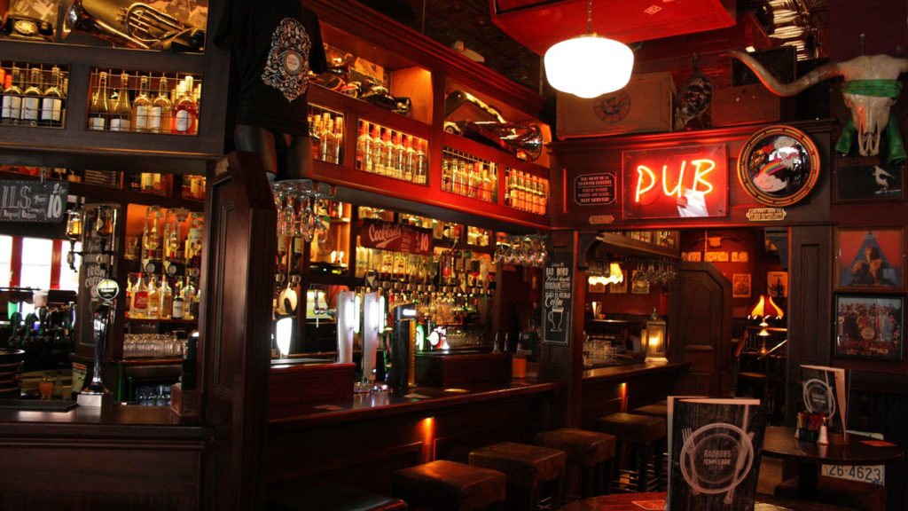 things to do in ireland - pub in ireland