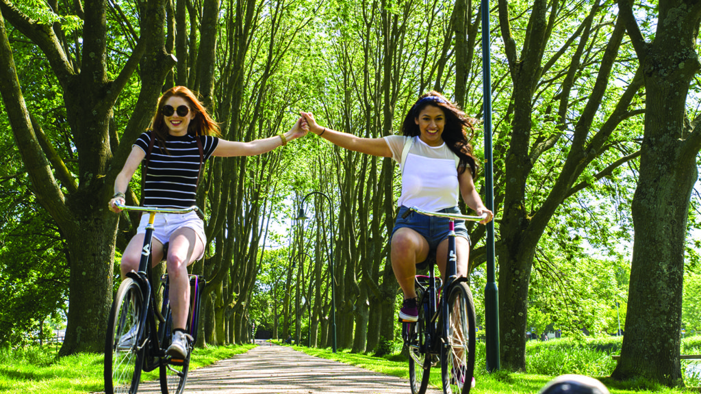 Love-nature-girls-cycling-Amsterdam