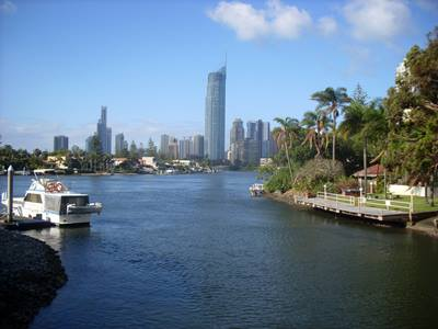 surfers-paradise-skyline-in-the-gold-coast-in-queensland-australia