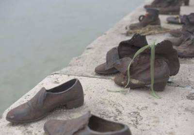 things-3-shoes-on-the-danube