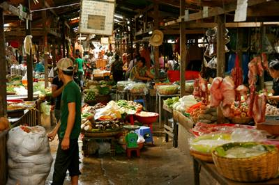 night-market-phnom-penh