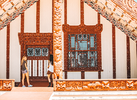 contiki-destinations-nz-traditional-maori-marae