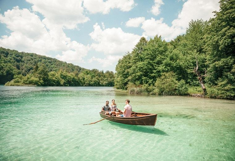 contiki-destinations-croatia-river-boating