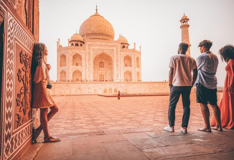 contiki-destinations-india-taj-mahol-0419asia2018
