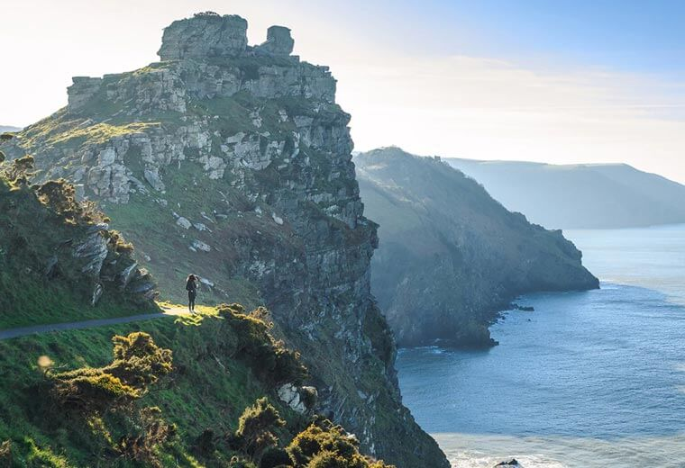 contiki-destinations-england-cliff-walk
